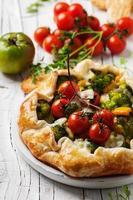 tarte végétarienne au brocoli, tomate, paprica et fromage