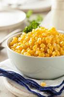 maïs biologique cuit à la vapeur jaune