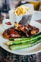 poulet barbecue aux asperges et frites