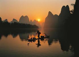 pêcheurs dans la rivière li photo