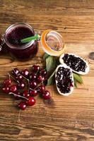 confiture de fruits des bois photo