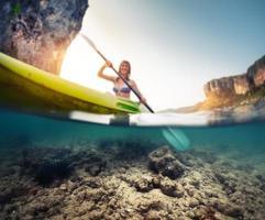 dame avec kayak photo