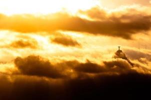 statue du christ rédempteur dans les nuages photo