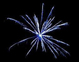 feux d'artifice dans le ciel. Célébration du nouvel an. photo