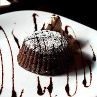 gâteau fondant sur une plaque photo
