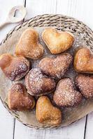 beignets en forme de coeur photo