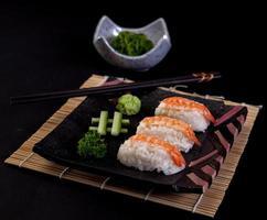 sushi aux crevettes photo