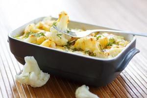 chou-fleur au four avec oeuf et fromage photo