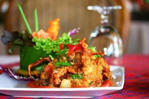 crabe frit avec de la poudre de curry