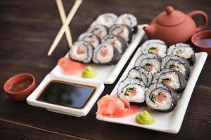 rouleaux de sushi photo