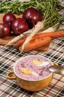 soupe de betteraves froide. photo