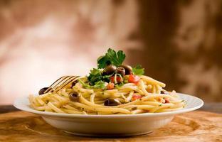 pâtes aux olives et persil photo