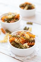 Penne rigate italienne macaroni pâtes aliments crus en pot Mason photo