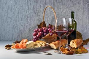 jambon et vin rouge photo