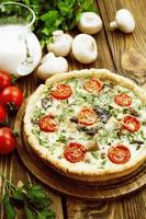 kish aux champignons et tomates cerises photo
