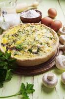 tarte aux champignons, poulet et herbes