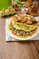 omelette aux légumes printaniers et bacon photo