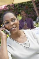 femme parler, sur, téléphone portable