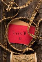 carte de Saint Valentin à la main photo