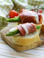 apéritif délicatesse asperges vertes et jambon fumé