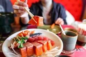 ensemble de sashimi de nourriture japonaise photo