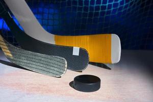 trois bâtons de hockey photo
