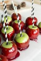 bonbons aux pommes, rangée de bonbons aux pommes photo