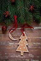 conception de bordure de Noël sur le fond en bois photo