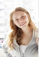 portrait de jeune femme blonde photo