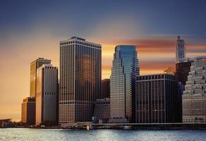 Manhattan. coucher de soleil à new york city. photo