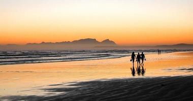 promenade sur la plage en soirée
