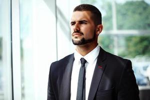 beau, confiant, confiant, homme affaires, portrait photo