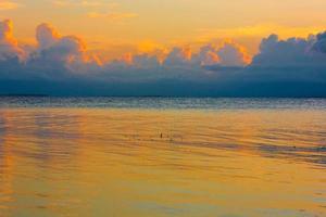 coucher de soleil mer tropicale photo