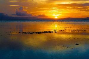 coucher de soleil mer tropicale