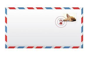 enveloppe de courrier avec timbre-poste isolé sur blanc. photo