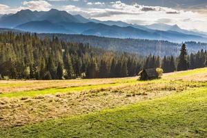 paysage de montagnes montagnes de statra, pologne. photo
