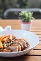 confit, canard rôti avec sauce aux myrtilles photo