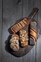 diverses pâtes à lessive, sésame, graines de tournesol et graines de pavot