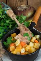 oie - soupe au vin rouge et au thym photo
