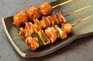 "poulet grillé ""yakitori"""