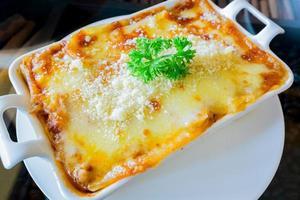 lasagne traditionnelle à la sauce bolognaise au bœuf haché garnie