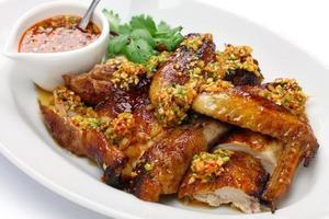 jeune poulet bouilli à l'huile bouillante, cuisine chinoise photo