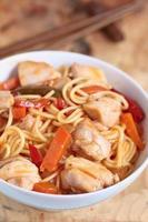 nouilles sautées chinoises au poulet photo