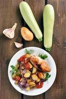 légumes mélangés au four avec poitrine de poulet