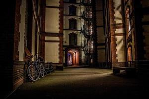 speicherstadt hamburg nachtaufnahme photo