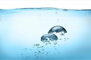 bulles d'oxygène. eau douce saine photo