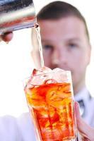 portrait de barman isolé sur fond blanc photo