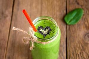 smoothie vert avec coeur de graines