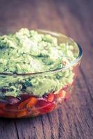 bol de guacamole avec salsa