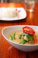 poulet au curry vert, cuisine thaïlandaise. photo
